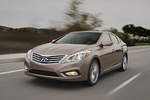 Front 3/4 view of 2013 Hyundai Azera