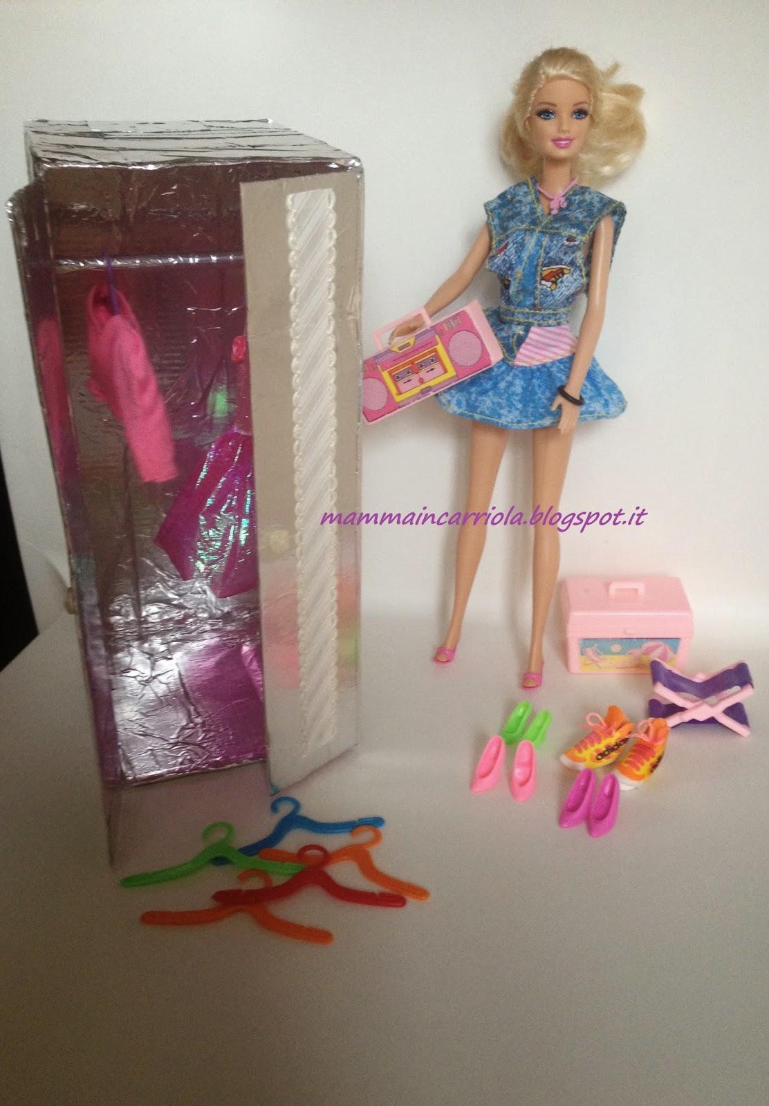 Mamma in carri ola armadio barbie fai da te tutorial for Casa delle barbie fai da te