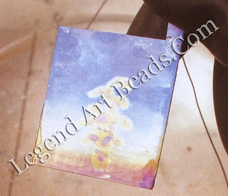 Backgrounds that blend from one color and merge into another can be created by lifting the piece out of the anodizing bath, which gradually increases the voltage in proportion to the ANODIZING area applied. In this way you can create the effects of sky, sunset, sea, and so on.
