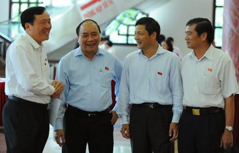 Phó Thủ tướng Nguyễn Xuân Phúc: Tín nhiệm cao hay mua phiếu?