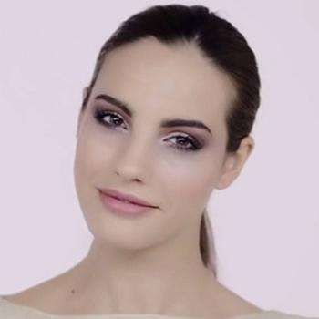maquillaje Nochevieja tutorial ojos ahumados con paleta The Blushed Nudes de Maybelline