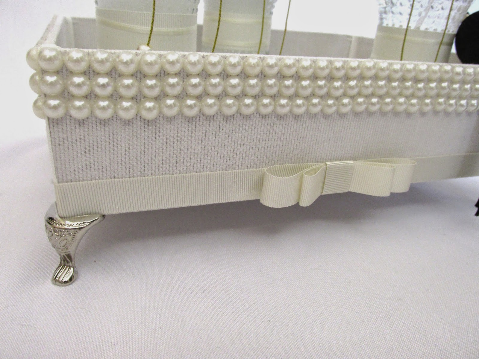 Kit lavabo luxo Bandeja de MDF forrada de tecido off white com  #716C48 1600 1200