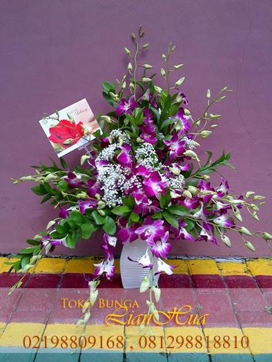 rangkaian bunga anggrek ungu