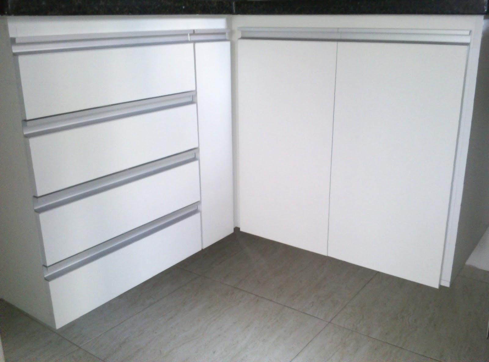 Lopes arm rios planejados arm rio de cozinha padr o branco puxadores em perfil de - Perfiles de aluminio para armarios ...