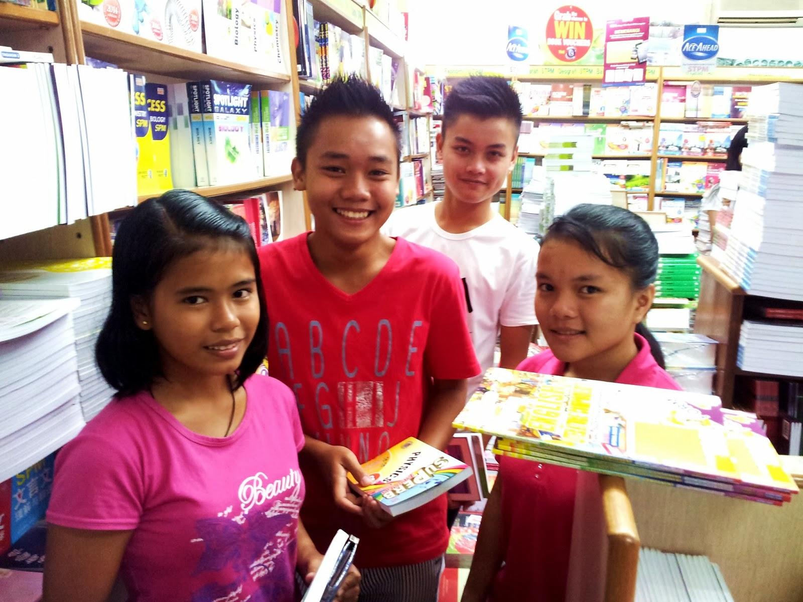 Pelajar SMK Katibas, Song di kedai buku di Sibu
