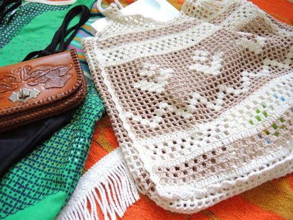katiecrackernuts.blogspot.com    thrifted crochet beach bag