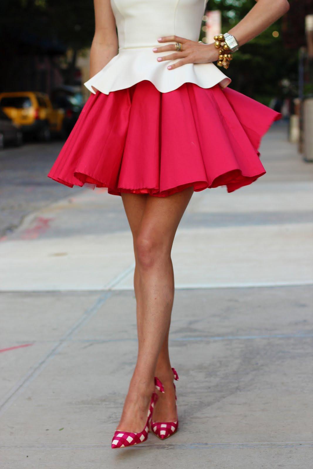 Розовая мини юбка на девушке фото 8 фотография