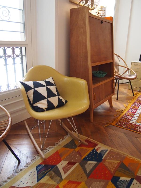 les moustachoux restaurer un fauteuil eames lampe ingo maurer. Black Bedroom Furniture Sets. Home Design Ideas