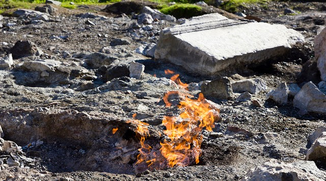 Las rocas en llamas de Chimaera Turquía