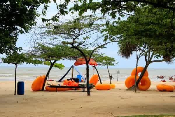 fasilitas bermain di pantai bandengan jepara