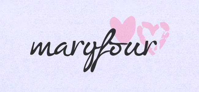 Nome do blog MaryFour com dois corações cor de rosa