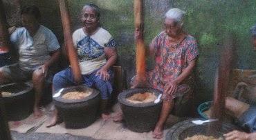 PErusahaan Unik Dengan Karyawan Nenek nenek Dengan Omset Jutaan Rupiah