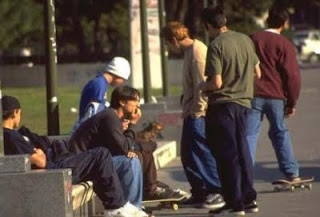 http://4.bp.blogspot.com/-OPvVK5M2Vu4/TWu4wMr2mCI/AAAAAAAAV7g/6EmbDGBJn-w/s400/jovenes%2Bdesempleados.jpg