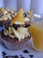 http://cecilecupcakecafe.blogspot.de/2013/07/schokoladencupcakes-mit-orangen.html