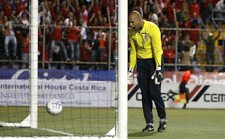 funny picture of goalkeeper of US and Everton Tim Howard