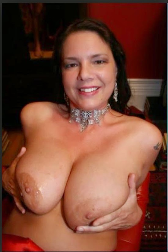 big-boobs-carrie-moon-cumshot-gif