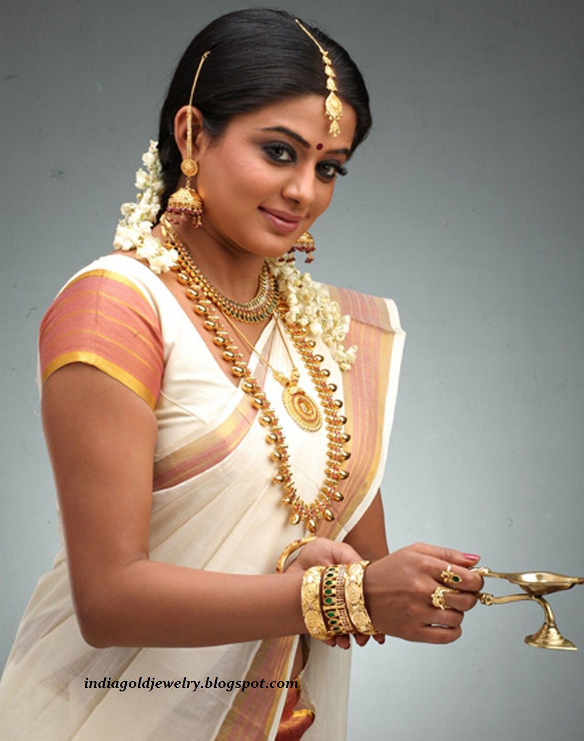 Indian Gold and Diamond Jewellery: Priyamani with kerala Bridal ...