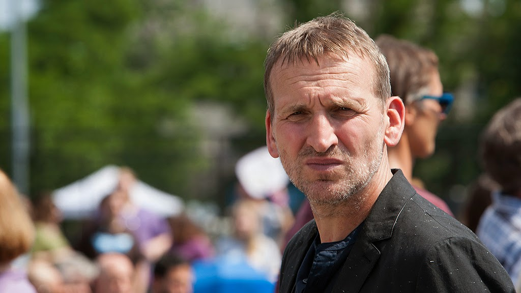 Eccleston as Matt in Ep.1 of The Leftovers