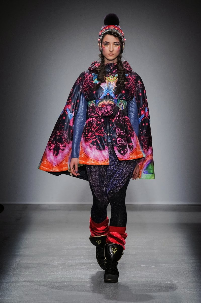 Manish-Arora, Manish-Arora-womenswear, Manish-Arora-fall-winter-2014, Manish-Arora-autumn-winter-2014, Manish-Arora-automne-hiver-2014, Manish-Arora-ready-to-wear, Manish-Arora-pret-a-porter, dudessinauxpodiums, du-dessin-aux-podiums, fashion, mode, pfw, pfwreview, paris-fashion-week, fashion-week, fashion-week-2014, paris-fashion-week-2014, paris-fashion-week-review, evening-dresses, blog-mode, cocktail-dresses, dresses-online, plus-size-dresses, ladies-dresses, womenswear, mode-a-paris, designer-dresses, site-vetement-femme, robes-sexy, sexy-clothes, robe-guess, robe-classe