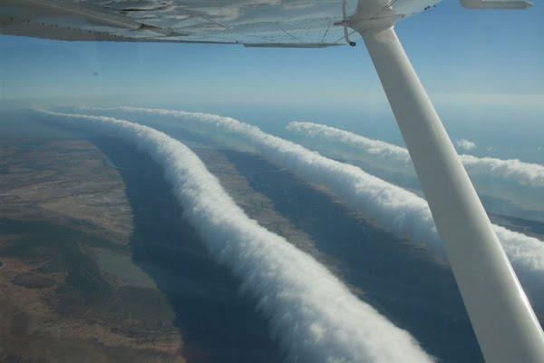 Curiosas nubes alargadas