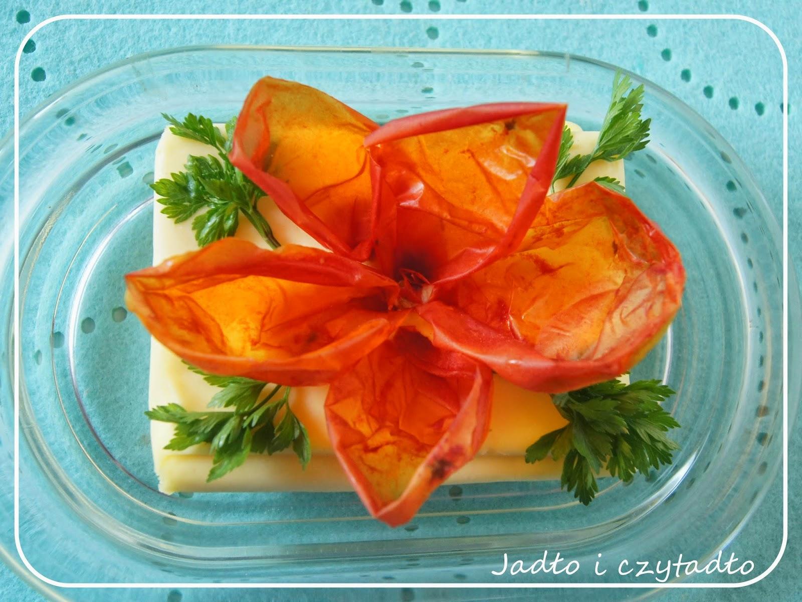 http://jadloiczytadlo.blogspot.com/2014/09/kwiat-z-suszonej-skorki-pomidora.html
