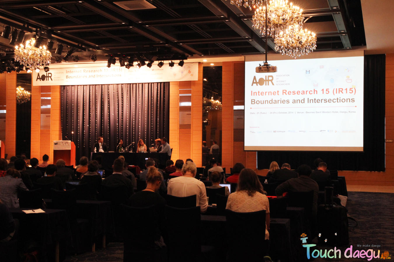 The experts on internet & online contents are in plenary of AoIR 2014 annual meeting