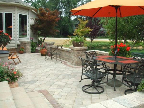 Patio acogedor con fuente de agua patios y jardines - Fuentes para patios ...