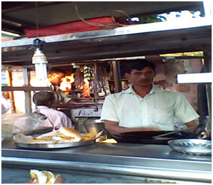 Vadapav wala in Nalasopara, Mumbai, Maharashtra, Mumbai