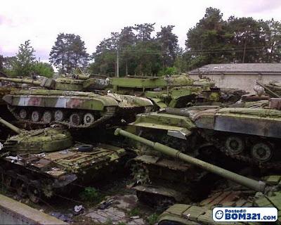 Kubur Kereta Kebal Di Ukraine
