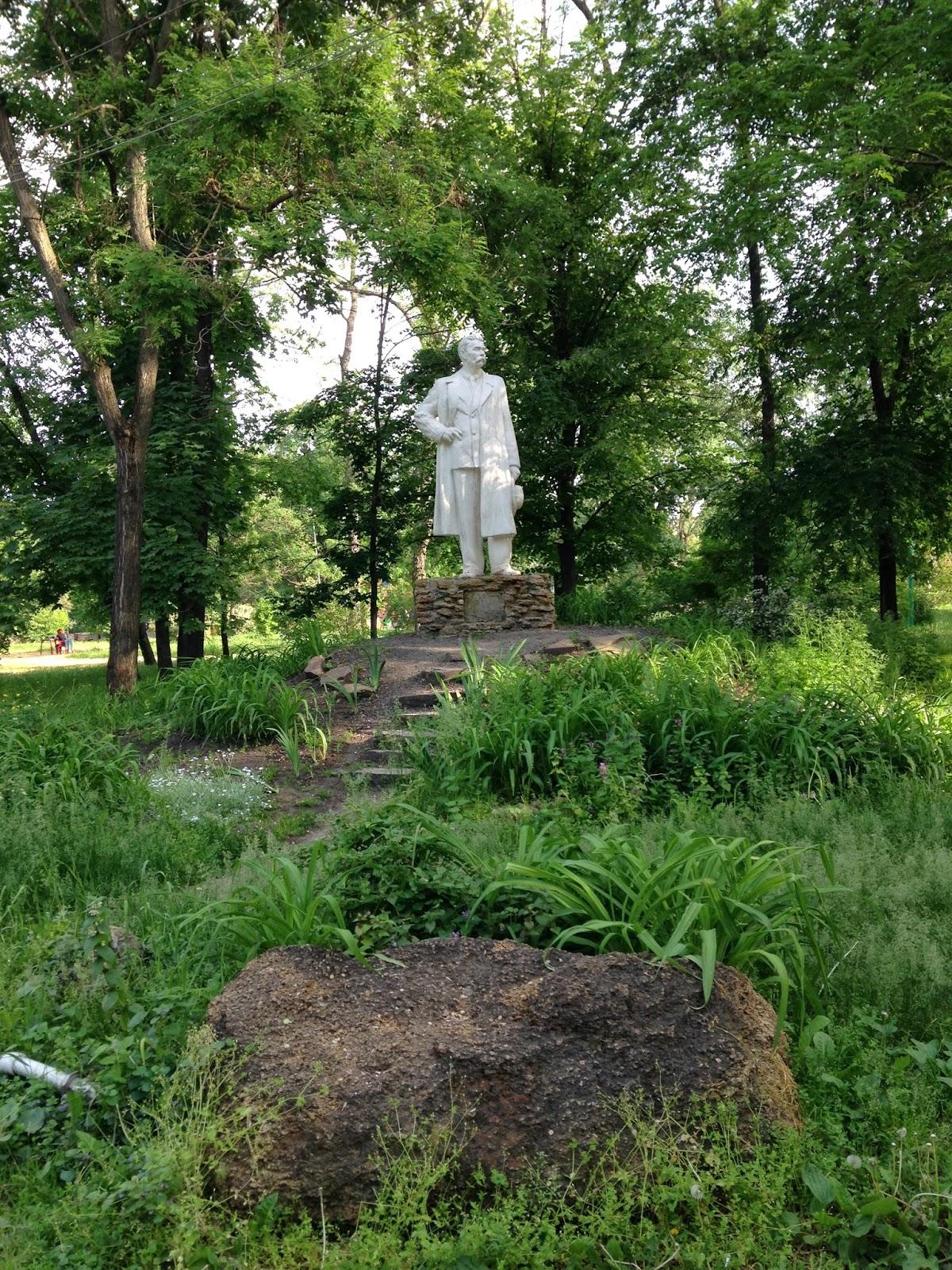 Памятник-Горькому-в-Таганроге
