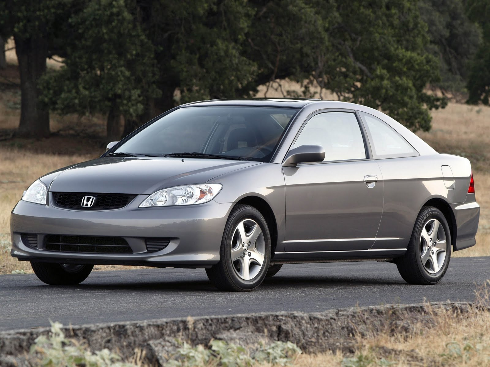 The Por Honda Civic Coupe And Sedan Features A New For 2005 Special Edition Package That Gets Rear Spoiler An Mp3 Compatible Six Cd Stereo
