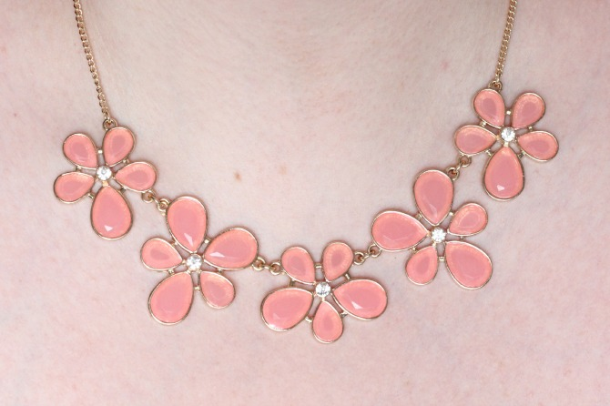 Dorothy Perkins daisy necklace