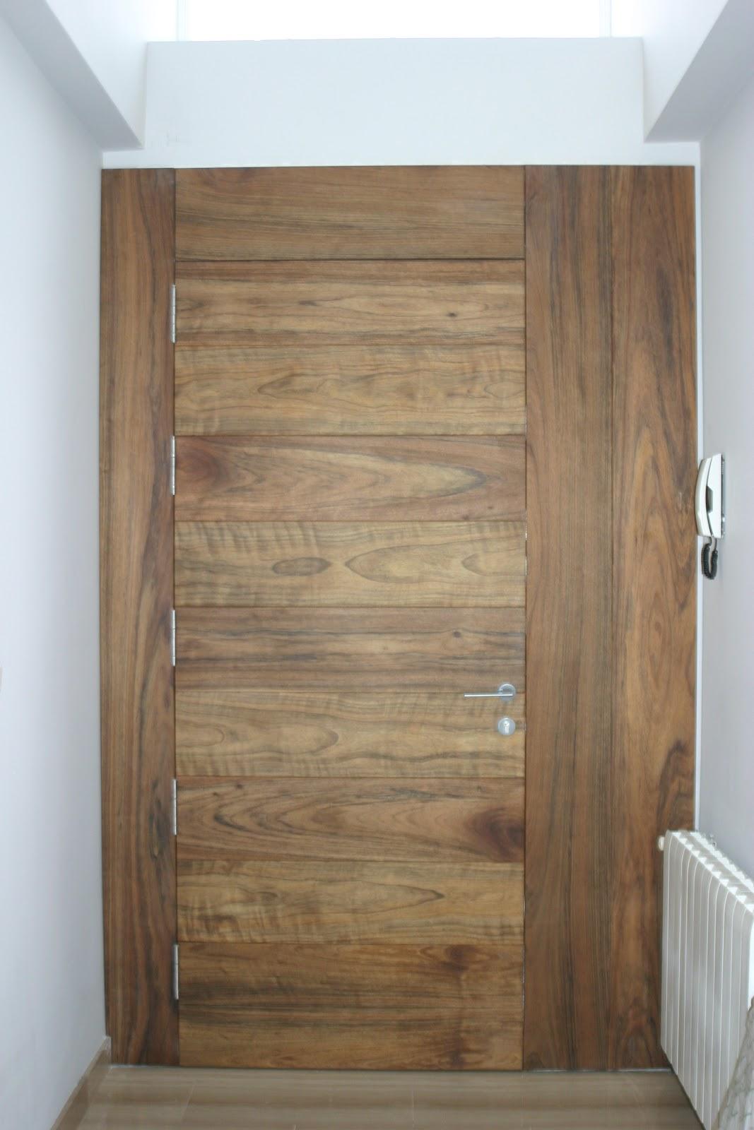 Puertas entamboradas madetek - Habitacion de madera ...