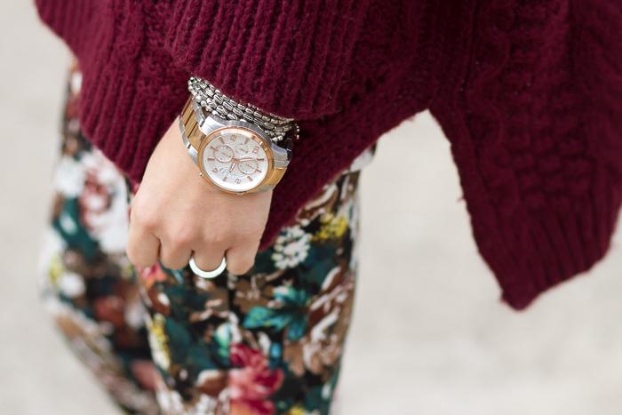 Pantalo de flores y reloj de acero