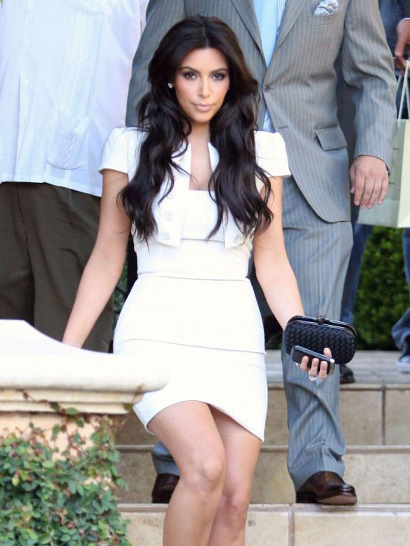 Kim Kardashian Long Wavy Hairstyles 09