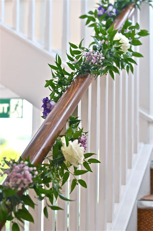 Wedding flowers blog zoe 39 s wedding flowers buttermilk for Fresh garland on banister