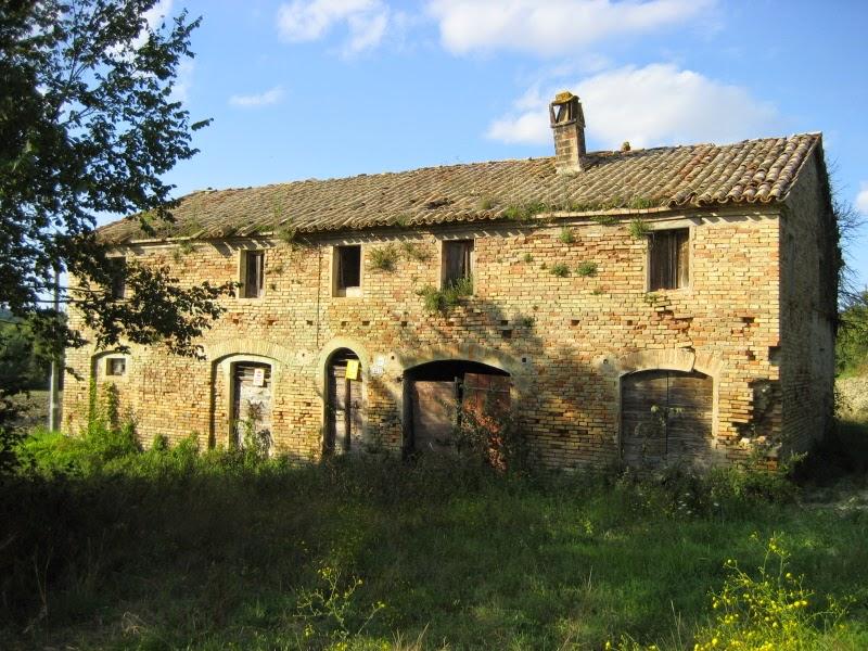Immobiliare verdi colline la casa colonica marchigiana for Disegni casa colonica