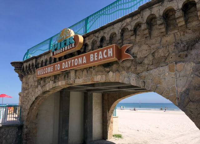 Dreaming of Retirement | Morgan's Milieu: Entrance to Daytona Beach, the Pier and Boardwalk