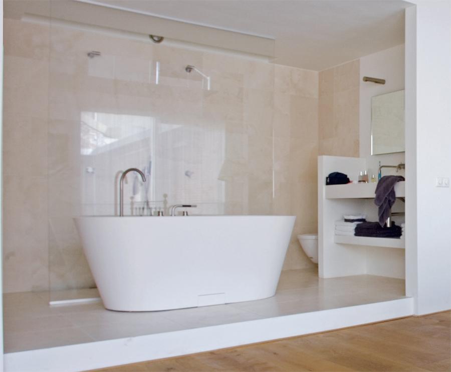 Nyitott f rd a h l ban t rkult ra lakberendez lakberendez si blog - Slaapkamer open voor badkamer ...