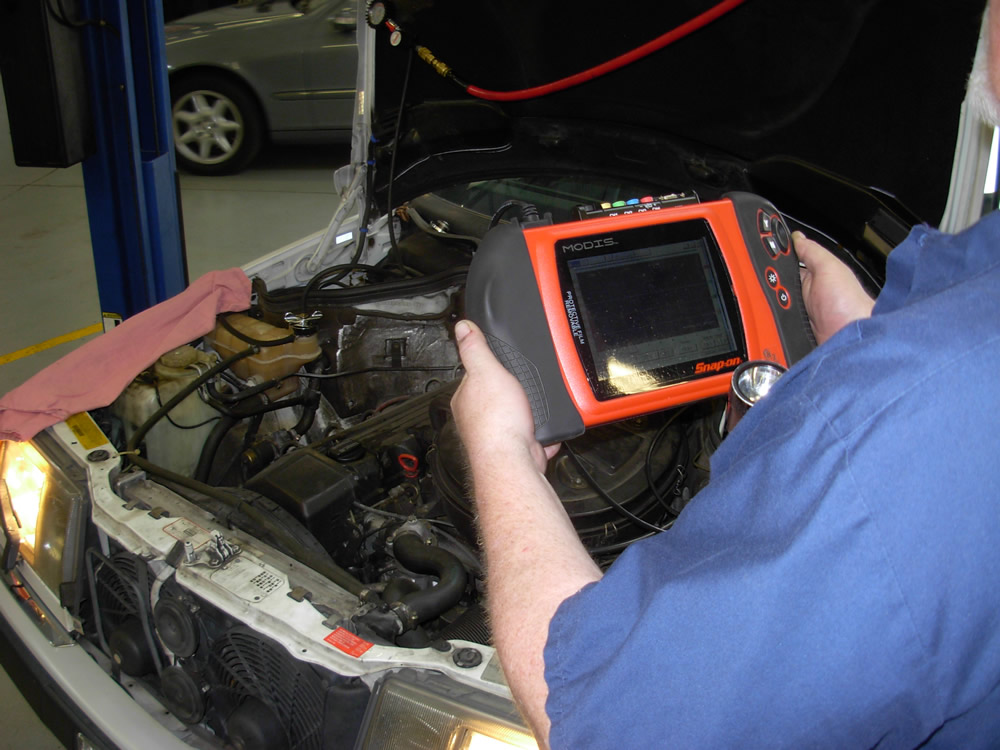 Important considerations in auto repair make your vehicle Auto motor repair