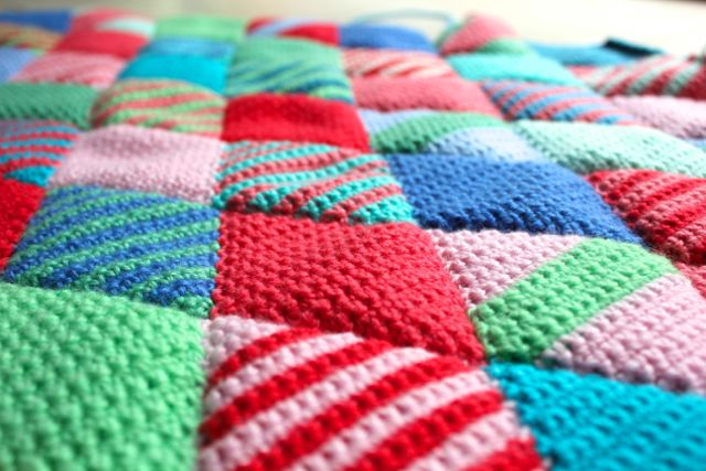 Crochet Patterns Knee Rugs : little woollie: Diamond crochet progress...