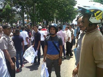 Demo HMI di Merangin Dihadang Massa Pendukung Harkad, Suasana Nyaris Ricuh