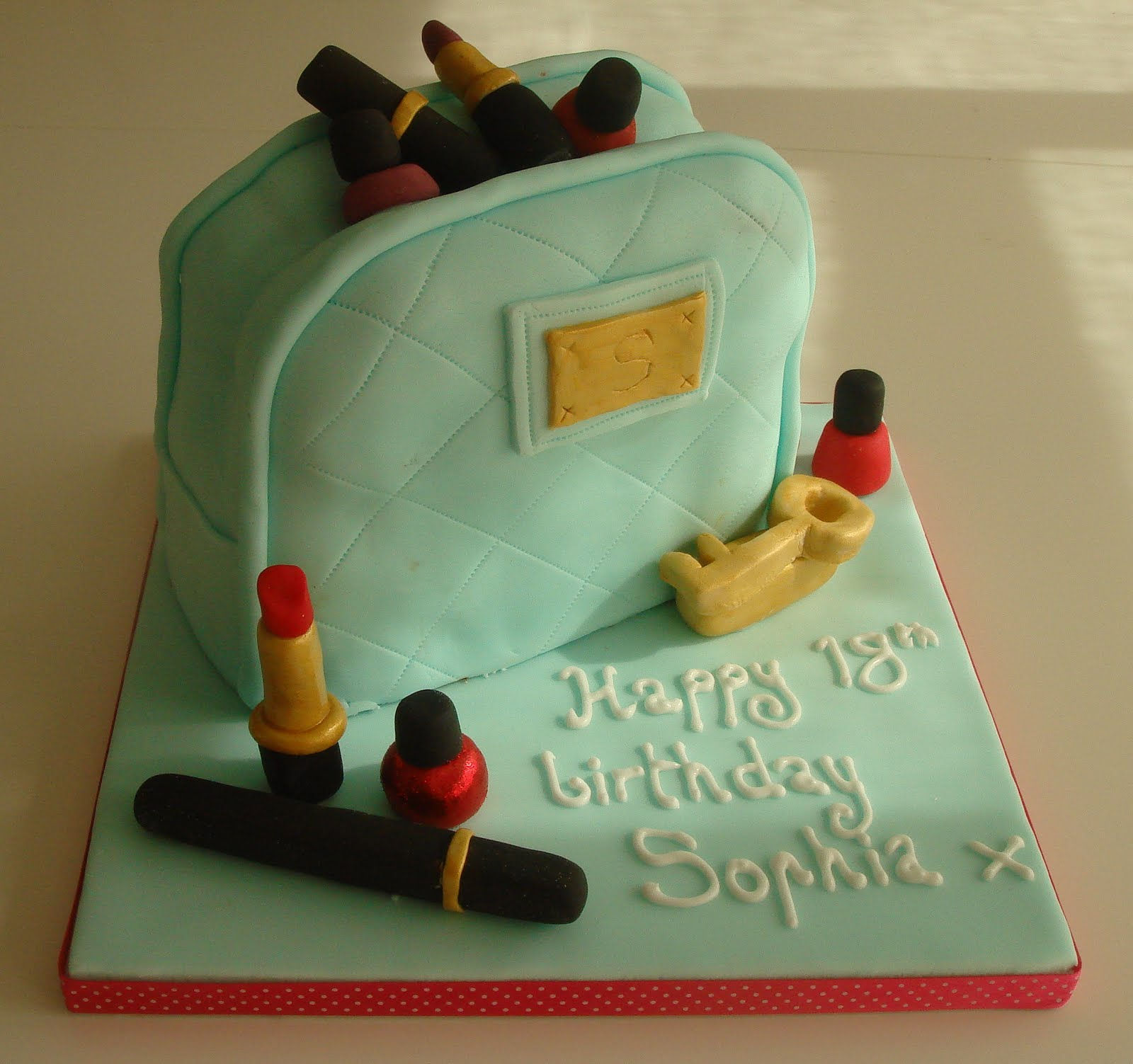 Lizzies Pretty Scrumptious Cakes Designer Make Up Bag Cake With