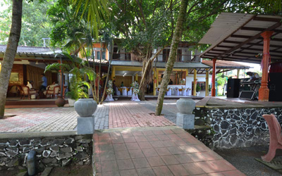 jaffna mature singles Set in jaffna, 600 metres from nallur kandaswamy temple, jaffna heritage hotel features a garden and a terrace.