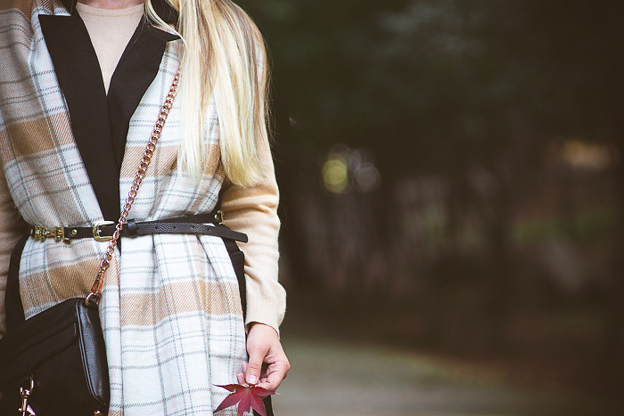 Outfits with the belt over scarf trend