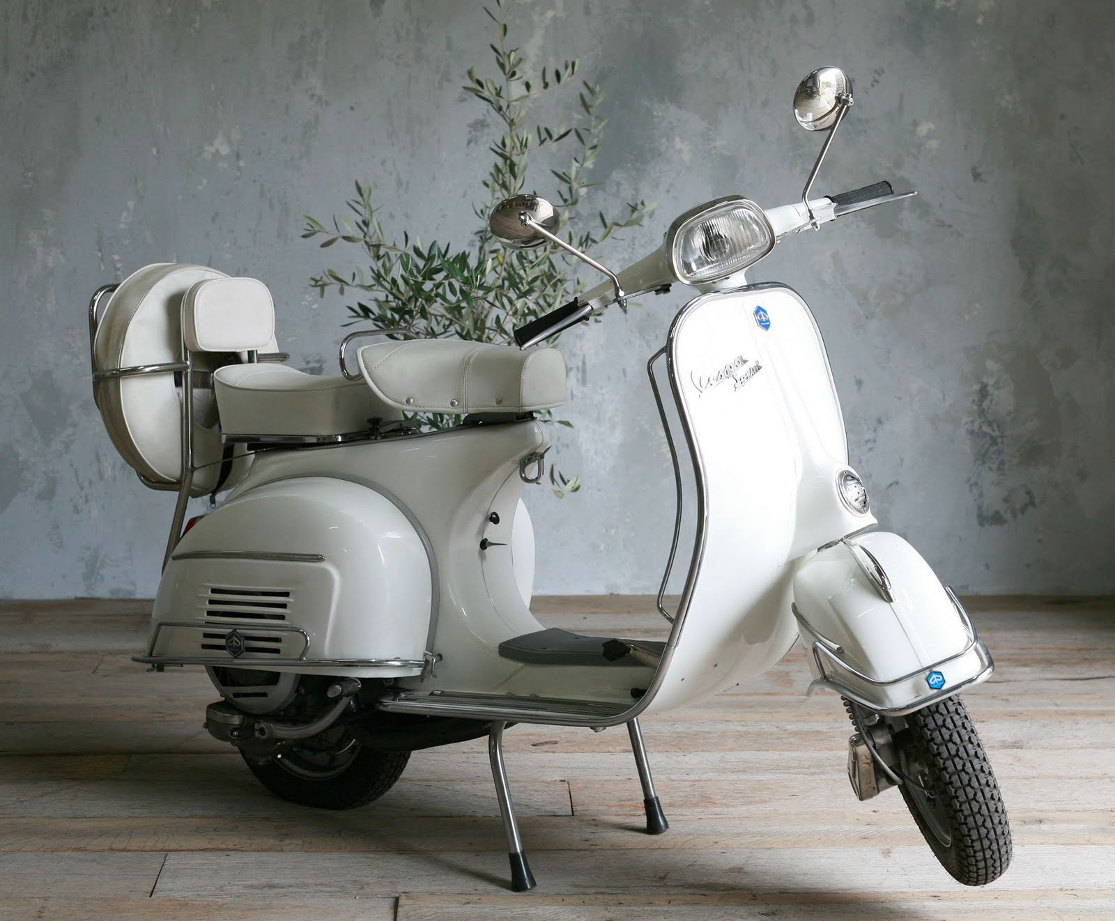 vespa photos vespatramp. Black Bedroom Furniture Sets. Home Design Ideas