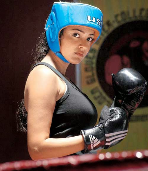 Kajal Agarwal Hot in Thuppaki