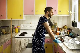 Lelaki Bantu Buat Kerja Rumah