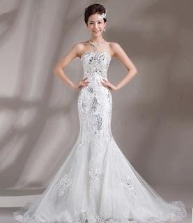 Vestido de novia sirena, strapless y con apliques plateados