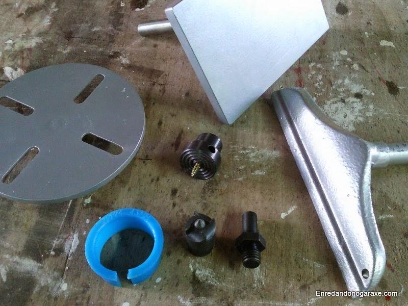 Portaherramienta y mesa para lijadora de disco. Enredandonogaraxe.com